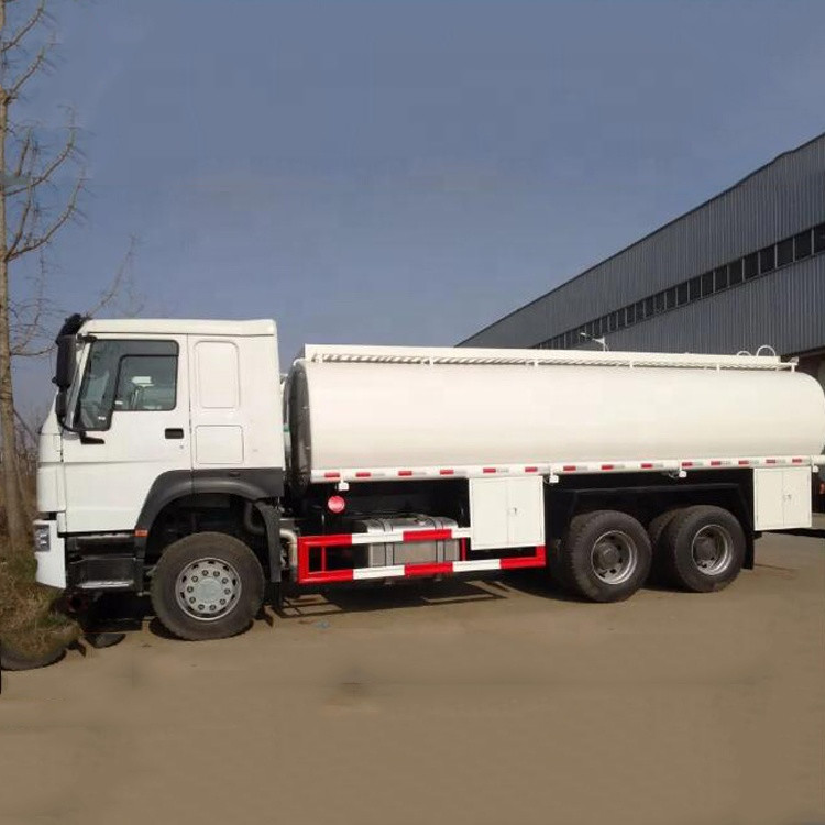 Sinotruk HOWO 18000L Gasoline Tanker Truck 10 Wheelers With 12R22.5 Tire